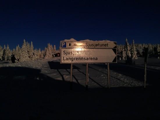 Innkjøring til parkeringsplass ved Sjusjøen langrennsarena